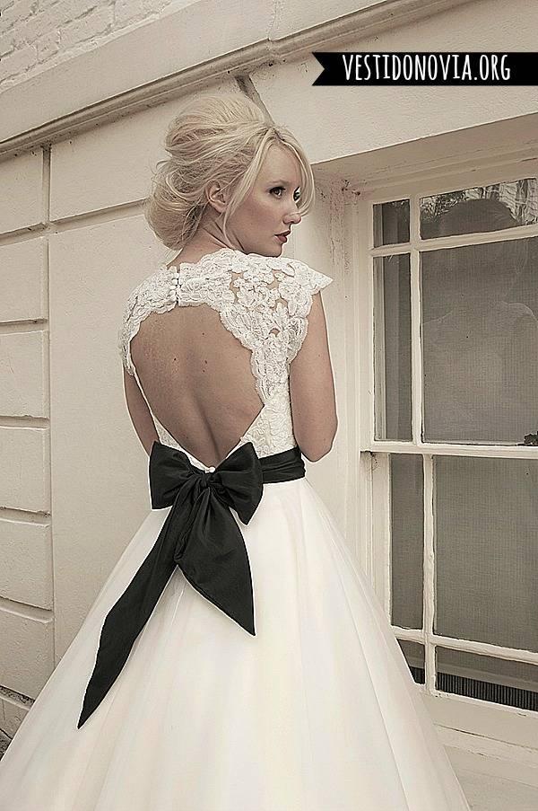 Vestido de novia de encaje corto