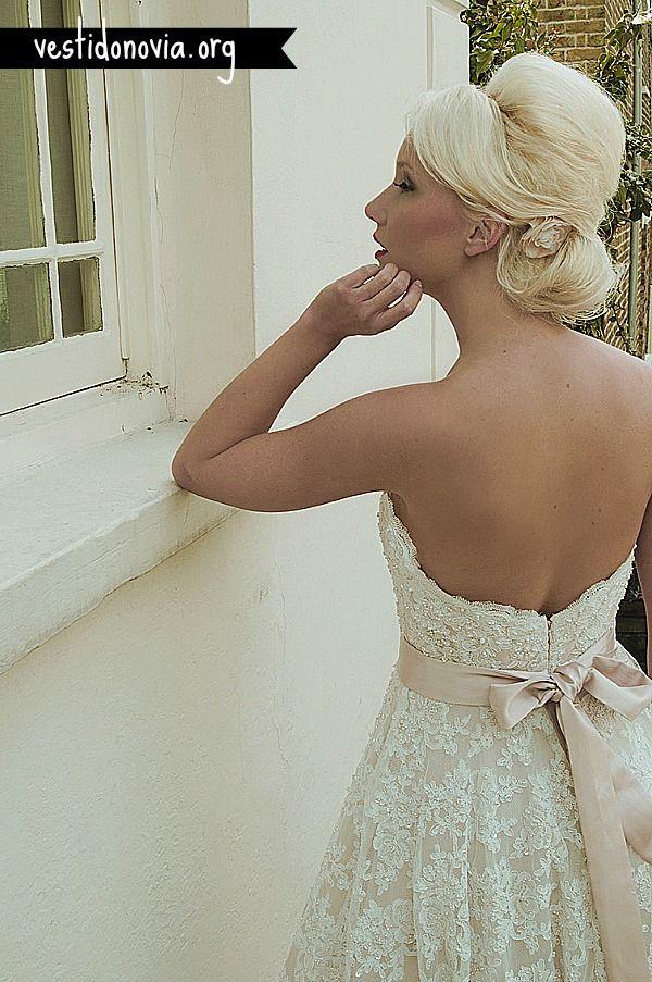 Vestido de Novia Strapless con cola