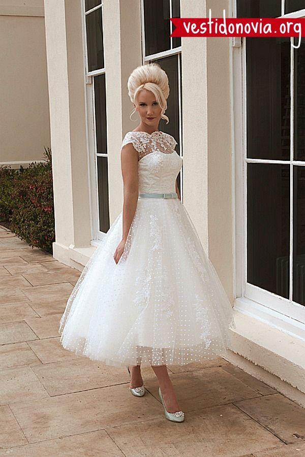 Vestido de novia corto con listón